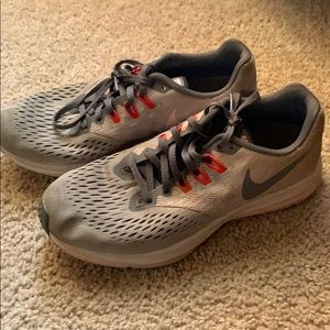 Lightly worn Nike ZOOM Winflo 4 shoes